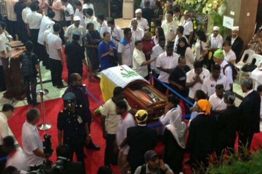 Members of the public paying their last respects to Mr Karpal Singh on Sunday morning. -- PHOTO: THE STAR