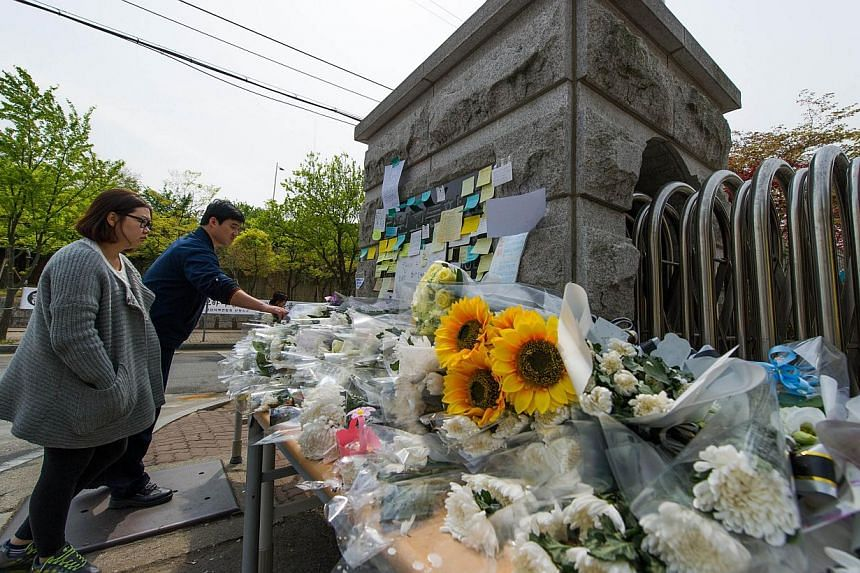 Messages and flowers left at a makeshift memorial at the main gate of Danwon High School in Ansan, which many of the schoolchildren missing from the sunken ferry Sewol attended.