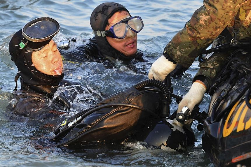 Divers operate at the site where the capsized passenger ship Sewol sank in the sea off Jindo, during the search and rescue operation in the sea off Jindo, April 22, 2014, in this picture provided by South Korean Navy and released by Yonhap on April 2