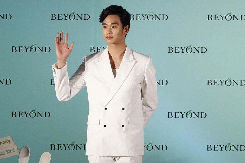 The smile has vanished from Kim Soo Hyun's face as he continued on his promotional stops in Asia while his country grapples with a sunken ferry disaster that has left 139 people dead and 163 still missing. -- PHOTO: APPLE DAILY PUBLICATION