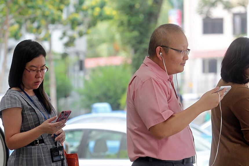 All three telcos have decided not to charge customers on contracts for their 4G add-on services after the industry regulator stepped in to investigate the matter. -- ST PHOTO:SEAH KWANG PENG