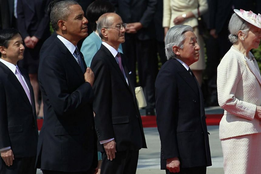 US President Barack Obama (second from left) listens to the US national anthem with Japan's Emperor Akihito (second from right), Empress Michiko (right), and Crown Prince Naruhito (left) during a welcoming ceremony at the Imperial Palace in Tokyo on