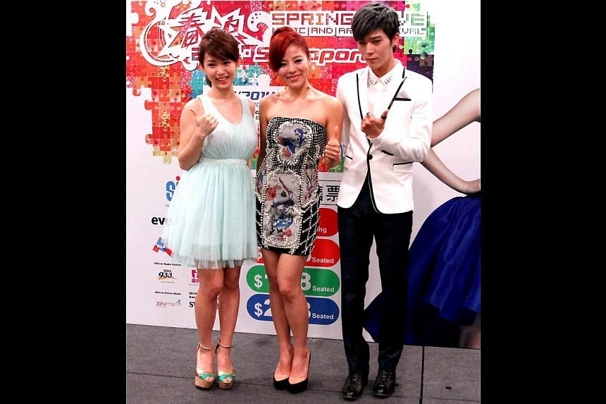 Taiwanese star Yao Yao (right) and at the press conference (far left) for the upcoming Spring Wave music festival, which also features singers Della Ding Dang and Bii (both left).