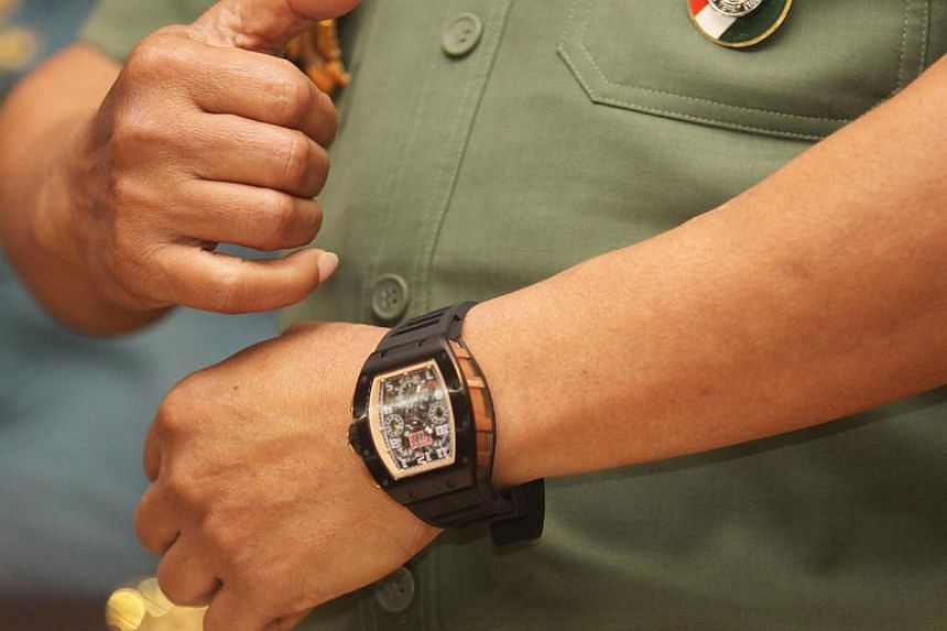 Counterfeit watches are becoming harder to spot, say retailers and collectors, and it seems that even Indonesian Military (TNI) Commander General Moeldoko has fooled the public with a luxury watch that he claims is fake. -- PHOTO: JAKARTA POST/D