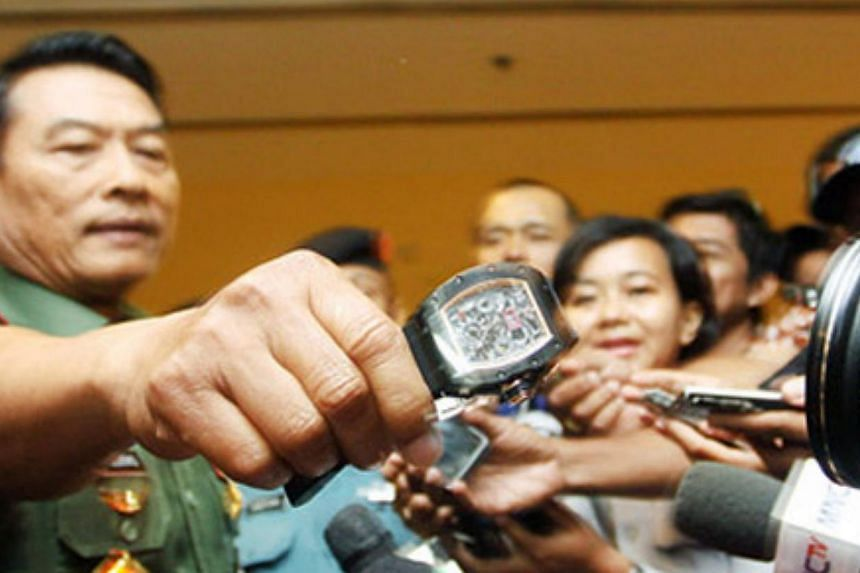 "When asked whether his watch was an original, General Moeldoko allowed scores of journalists to take a closer look at the watch and said: ""Do you think this is an original?"" -- PHOTO JAKARTA POST/ASIA NEWS NETWORK"