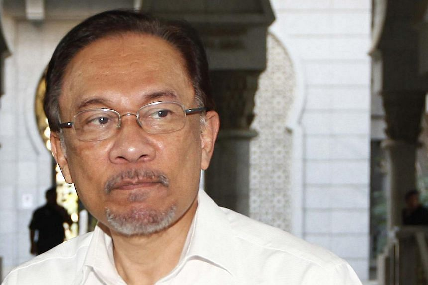 Malaysian opposition leader Anwar Ibrahim arrives at a court house in Putrajaya March 7, 2014. -- PHOTO: REUTERS
