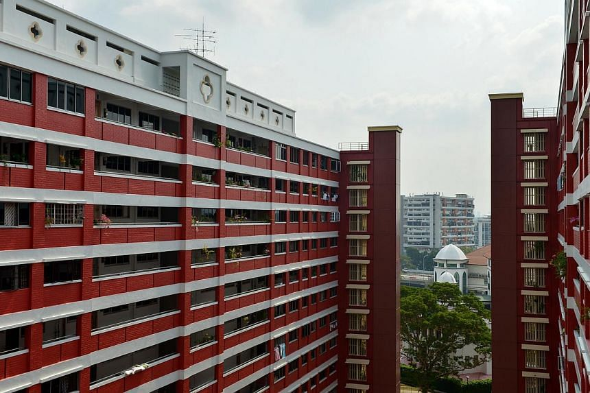 The Resale Price Index for HDB flats dipped by 1.6 per cent between the last quarter of last year and the first quarter of this year, from 201.7 to 198.5. -- ST FILE PHOTO:CAROLINE CHIA