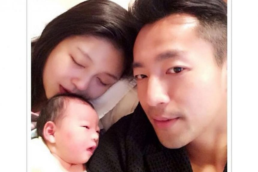 Hsu, 37, who is married to Chinese businessman husband Wang Xiaofei, posted a picture of the family on Weibo today.-- PHOTO:WEIBO