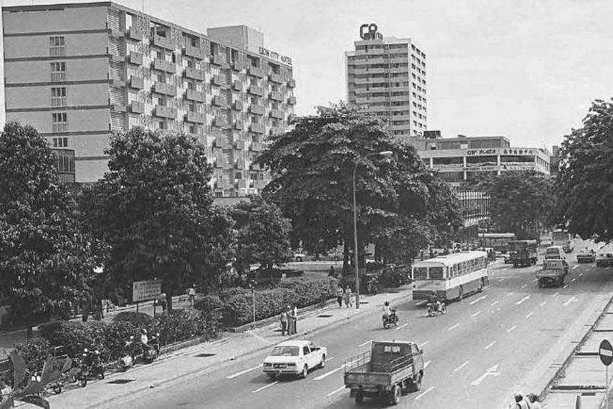 Junction of Geylang Road and Haig Road in 1984. This area near Geylang Serai was a popular shopping destination with locals and tourists, especially those from Malaysia.-- PHOTOS: SINGAPORE PRESS HOLDINGS AND NATIONAL HERITAGE BOARD