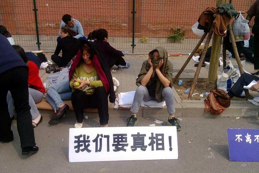 """Desperate for answers, a group of relatives of Chinese passengers on the missing Malaysia Airlines flight MH370 havebeencamping outside the Malaysian embassy since Thursday nightdemanding to see an official. Holding signs that say """""""