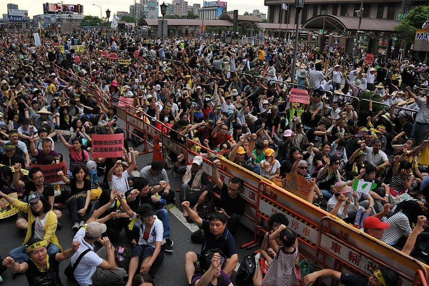 Anti-nuclear protesters occupy the road in front of the Taipei's main station during an anti-nuclear demonstration on April 27, 2014. Thousands of protesters staged a sit-in near the presidential palace in Taiwan's capital to oppose a controversial n