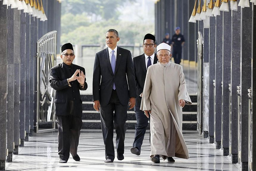 US President Barack Obama (second from left) touring the National Mosque of Malaysia in Kuala Lumpur on April 27, 2014. -- PHOTO: REUTERS