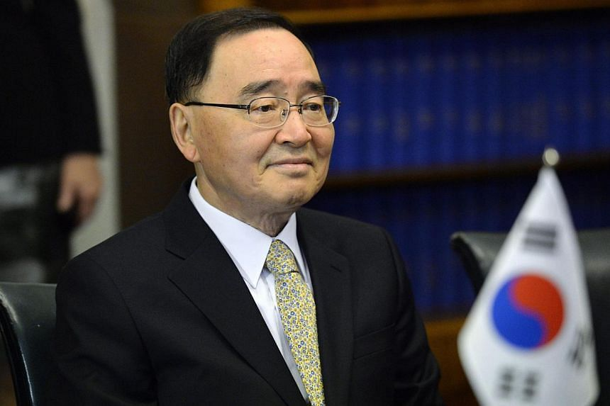 South Korea's Prime Minister Chung Hong Won tendered his resignation on Sunday over the sinking of a passenger ferry that left more than 300 people dead or missing.-- PHOTO: REUTERS