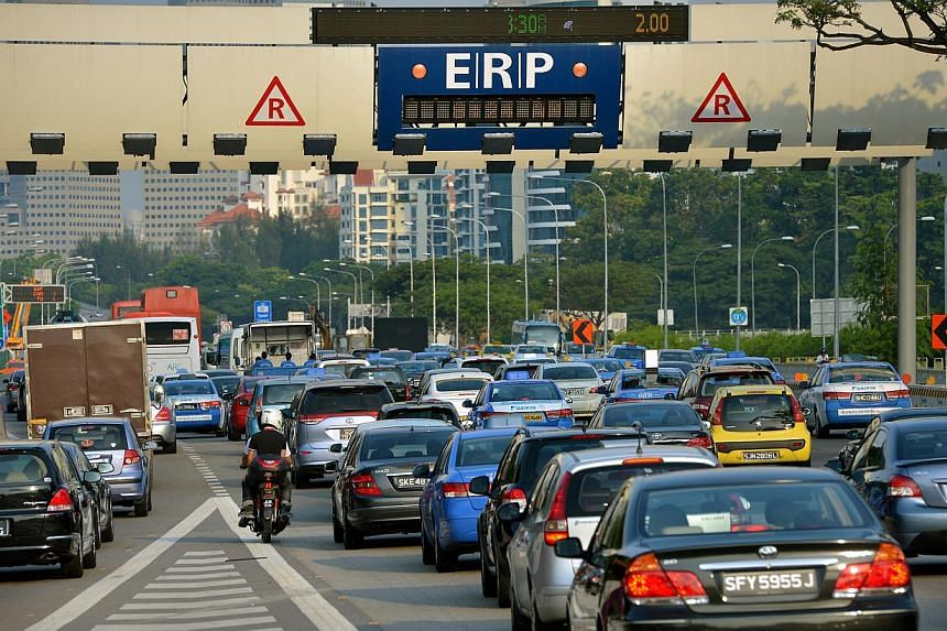 Motorists using the East Coast Parkway (ECP) to get to the city in the morning will pay lower electronic road pricing (ERP) fees from May 5 next month. -- ST FILE PHOTO: KUA CHEE SIONG