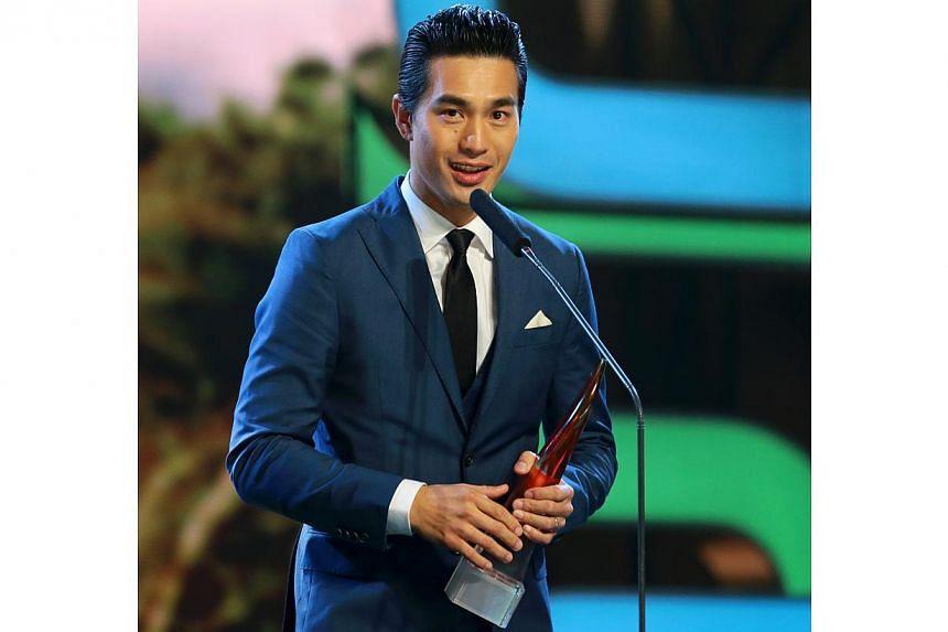 Pierre Png receiving the Best Actor award. -- TNP PHOTO: GAVIN FOO