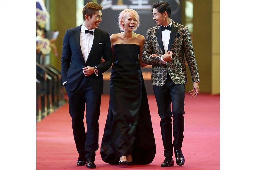 (From left) Elvin Ng, Felicia Chin, Romeo Tan walking down red carpet together. -- TNP PHOTO: GAVIN FOO