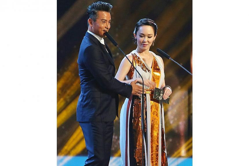 Christopher Lee and Fann Wong on stage to present the Best Supporting Actor award. -- TNP PHOTO: GAVIN FOO