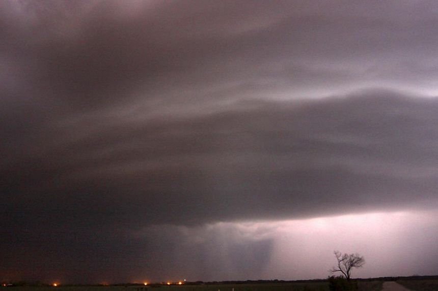 A large TVS (tornadic vortex signature) thunderstorm supercell passes over Newcastle, Texas, late on April 23, 2014. -- FILE PHOTO: AFP