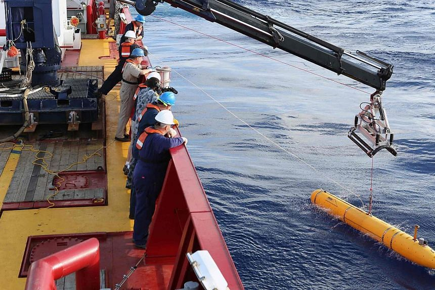 The US Navy's Bluefin-21 autonomous underwater vehicle is deployed in the southern Indian Ocean to look for the missing Malaysian Airlines flight MH370 on April 15, 2014. -- FILE PHOTO: REUTERS