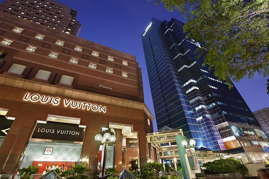 A solid performance from the Wisma Atria and Ngee Ann City shopping malls helped lift earnings at Starhill Global Reit for the first quarter this year, factoring out exceptional items from last year. -- PHOTO:YTL STARHILL GLOBAL REIT MANAGEMENT