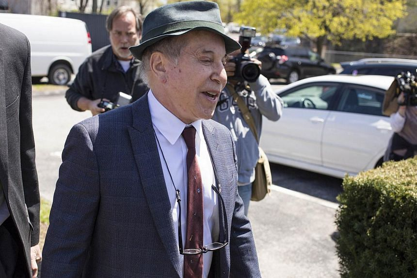 Paul Simon leaves Norwalk Superior Court on April 28, 2014 in Norwalk, Connecticut. Simon and his wife Edie Brickell were arrested after an alleged domestic dispute. -- PHOTO: AFP