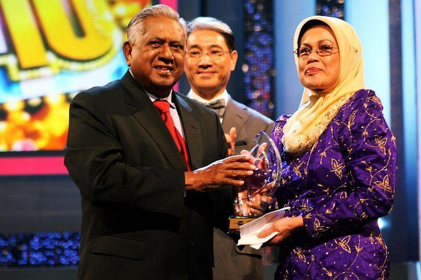 Veteran singer Kartina Dahari smiles as she accepts her Lifetime Achievement Award from President S R Nathan during the recent Pesta Perdana 10, held on Feb 27, 2009. -- BH FILE PHOTO: MOHD KHALID BABA