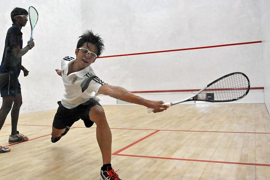 Anglo-Chinese School (Independent) (left) defeated Raffles Institution (right) 3-2 on Wednesday to claim their third consecutive Schools National Squash Championships title. -- ST PHOTO: MATTHIAS HO