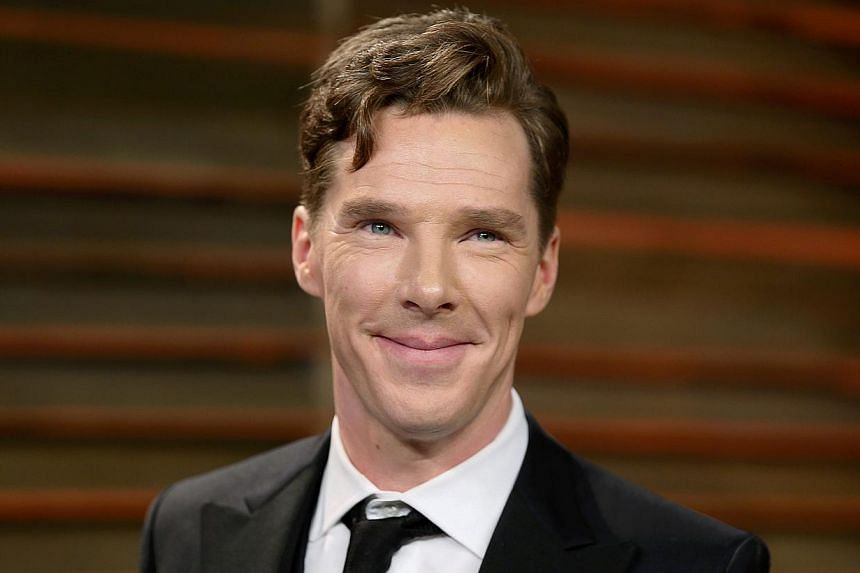 Actor Benedict Cumberbatch smiles as he arrives at the 2014 Vanity Fair Oscars Party in West Hollywood, California March 3, 2014. -- FILE PHOTO: REUTERS