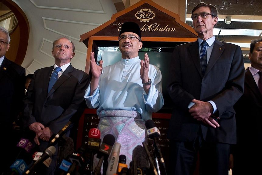 Malaysian Minister of Defence and acting Transport Minister Hishammuddin Hussein (centre) gestures while briefing the media in Kuala Lumpur on May 2, 2014, as Joint Agency Coordination Centre (JACC) chief coordinator Angus Houston (right) and French