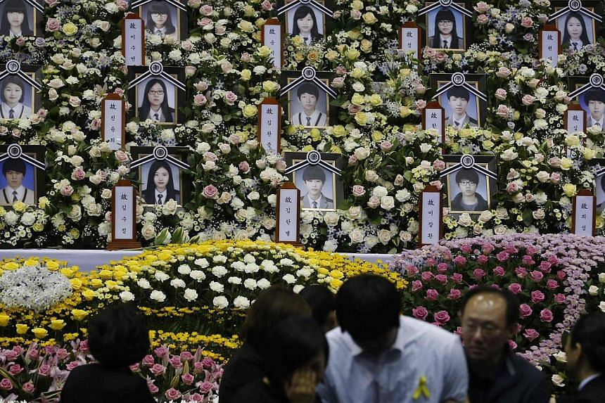 A student (in white), who survived the Sewol ferry disaster and was discharged from a hospital, cries after paying tribute to victims of the sunken passenger ship, at the official memorial altar in Ansan on April 30, 2014. -- FILE PHOTO: REUTERS&nbsp