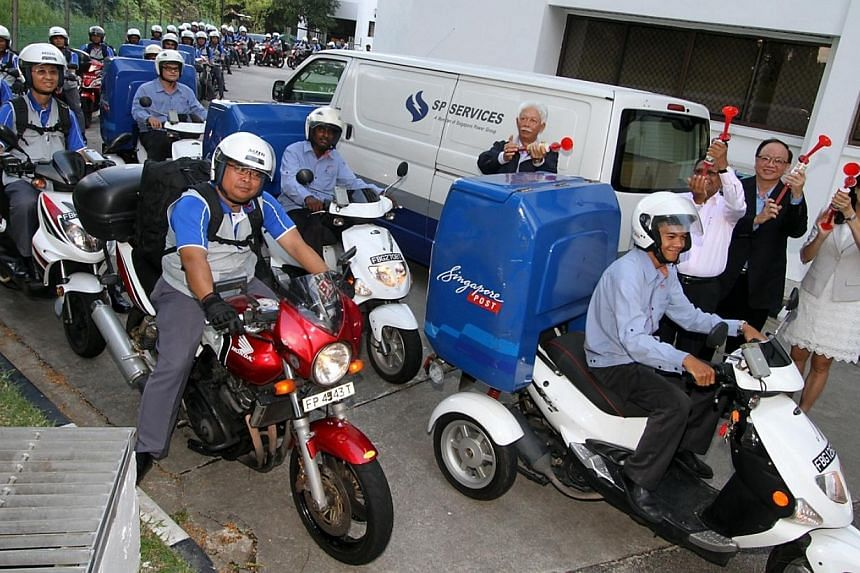 (In front of Singapore Power Services van from left)Mr Tan Sri Mohd Hassan Marican, Chairman of Singapore Power, Mr Richard Magnus, Chairman of Temasek Cares, Mr Woo Keng Leong, Executive Vice President and Head of Postal Services, Singapore Po