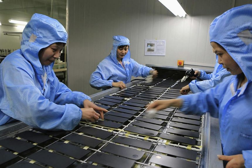 Workers process laptop accessories at a factory in Dazu, Chongqing Municipality, April 22, 2014. Activity in China's manufacturing sector contracted for a fourth consecutive month in April, a private survey showed on Monday. -- FILE PHOTO: REUT