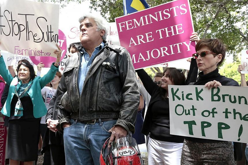 TV personality Jay Leno (centre) attends a rally protesting against Brunei's new strict sharia law penal code outside the Beverly Hills Hotel, which is owned by the Sultan of Brunei, in Beverly Hills, California on May 5, 2014. -- PHOTO: REUTERS