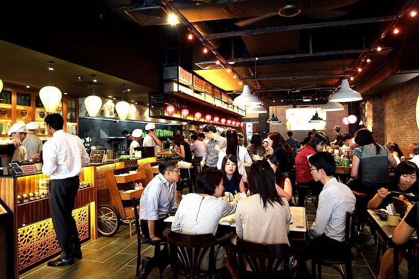 Singaporeans spent an average of US$198 ($247) on dining out last year, compared with the previous year's average of US$218, a 24.4 per cent decline according to a survey conducted by MasterCard. The amount was the top among South-east Asian nations.