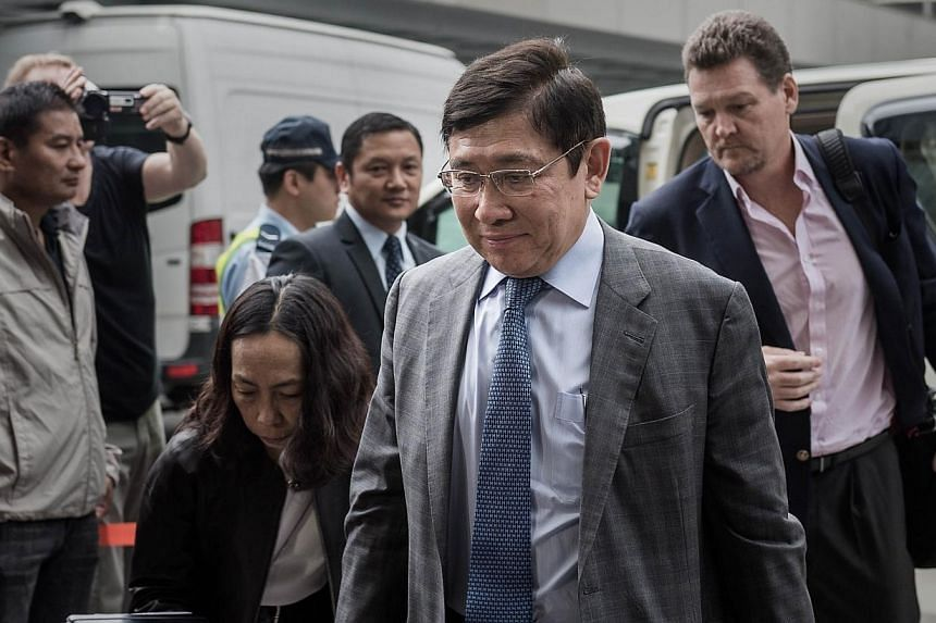 Raymond Kwok (front), one of the chairmen of development giant Sun Hung Kai Properties, arrives at the high court in Hong Kong on May 8, 2014. -- PHOTO: AFP