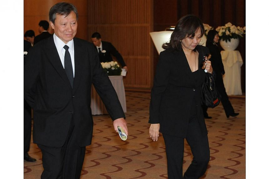Billionaire Walter Kwok of Sun Hung Kai Holdings with wife Wendy Li. Thomas and Raymond Kwok, the billionaire co-chairmen of Sun Hung Kai Properties Ltd, Asia's largest developer, went on trial on Thursday in the biggest corruption case in Hong Kong'