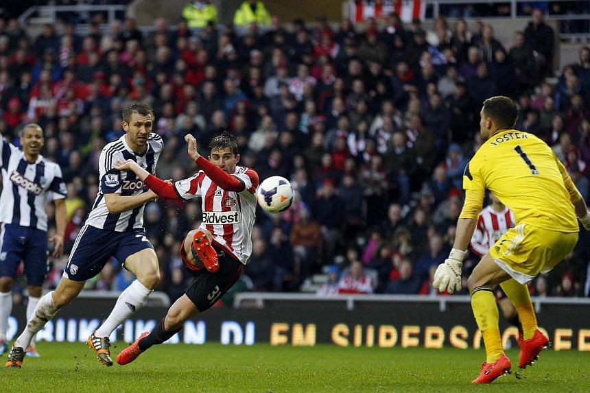 Sunderland's Fabio Borini (second from right) shoots to score past West Bromwich Albion's goalkeeper Ben Foster (right) during their English Premier League match at the Stadium of Light in Sunderland on May 7, 2014. -- PHOTO: REUTERS