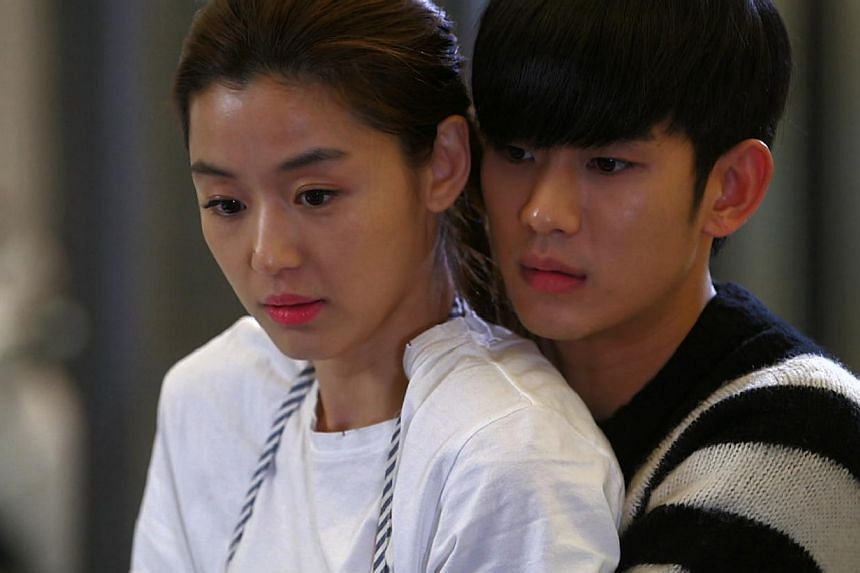 Korean drama My Love From The Star, starring actress Gianna Jun (left) who plays superstar actress Cheon Song Yi and actor Kim Soo Hyun who plays Do Min Joon, an alien professor. -- PHOTO:ONE