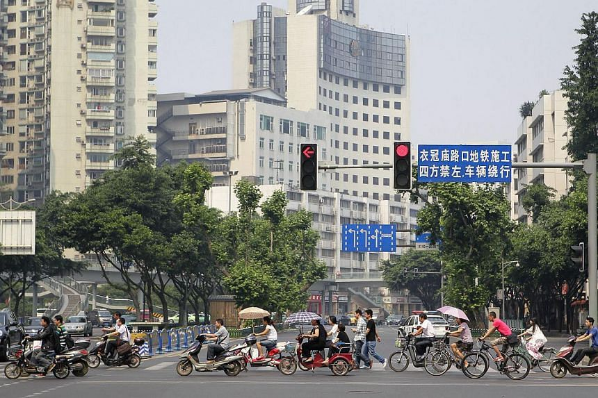 A traffic junction at Ren Min Nan Road in Chengdu, Sichuan province, on May 17, 2012. Companies in Singapore can capitalise on opportunities in Sichuan as the province undergoes urban redevelopment and enhances its transport systems, said trade agenc