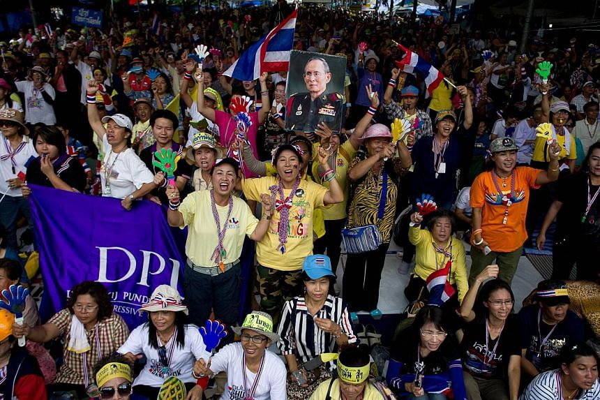 Not satisfied with the fall this week of former prime minister Yingluck Shinawatra, anti-government protesters fanned out across Bangkok on Friday morning to lay siege to Government House, and TV stations deemed sympathetic to the government. -- PHOT