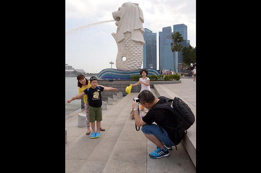 Tourists from China at the Merlion earlier this year. They were the biggest spenders here last year, splurging $2.981 billion, followed by Indonesian visitors, who shelled out $2.978 billion. -- ST PHOTO: LIM SIN THAI