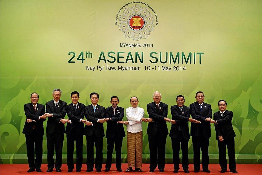 (From left) Philippine President Benigno Aquino, Singapore's Prime Minister Lee Hsien Loong, Thai deputy Prime Minister Phongthepth Epkanjana, Vietnam's Prime Minister Nguyen Tan Dung, Sultan of Brunei Hassanal Bolkiah, Myanmar President Thein Sein,