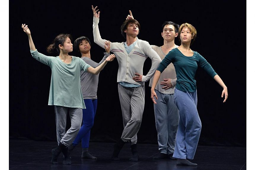 Preview of a dance show, Sides, by contemporary dance company Frontier Danceland. -- ST FILE PHOTO: LIM SIN THAI