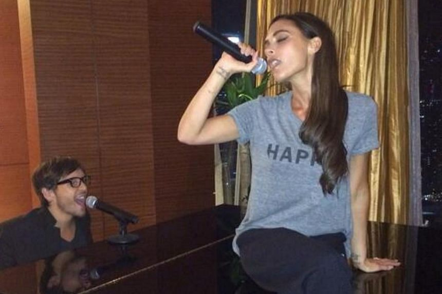 Victoria Beckham takes to the microphone as close friend Ken Paves plays the piano. -- PHOTO: FROM TWITTER OF VICTORIA BECKHAM