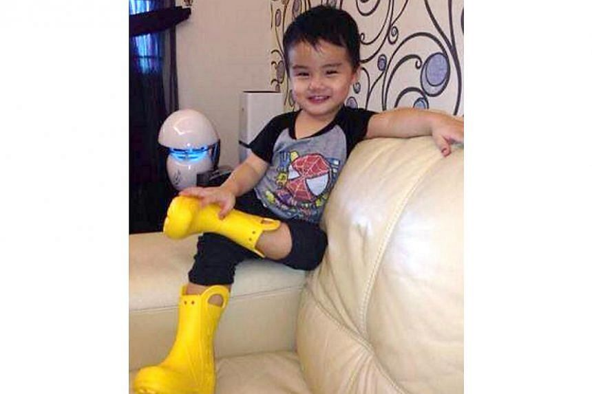 A 26-year-old Malaysian mother is pining for her three-year-old son who went missing after her husband's car was stolen nearly 48 hours ago. As Low Meng Yew's disappearance continues to boggle police, a distraught Ms Yong Siau Yee is hoping that her