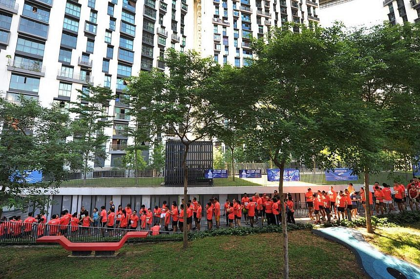 More than 1,000 participants took part in the first vertical mass run held at the iconic 50-storey Housing Board (HDB) flats at the Pinnacle@Duxton on Sunday. -- PHOTO: MATTHIAS HO FOR THE STRAITS TIMES