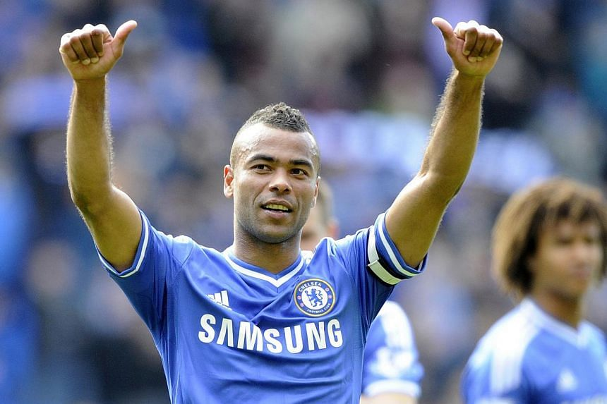 Chelsea's Ashley Cole acknowledges the Chelsea fans during their English Premier League soccer match at Cardiff City Stadium in Cardiff, Wales on May 11, 2014. -- PHOTO: REUTERS