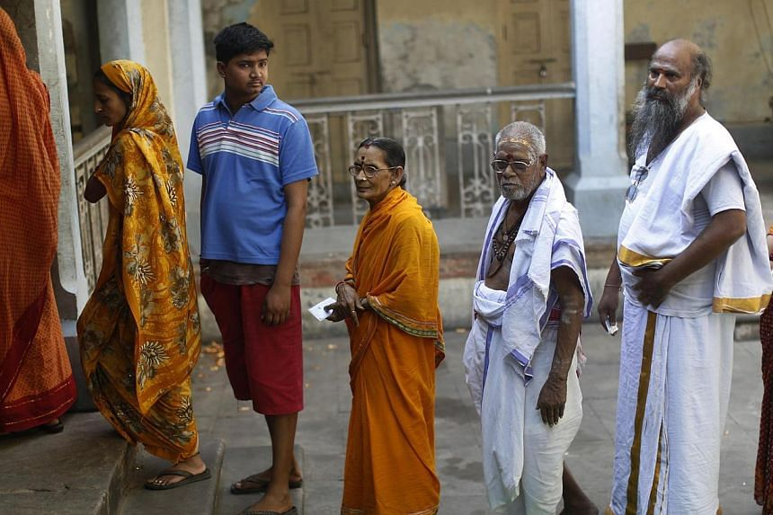 People wait to cast their vote at a polling station in the final phase of India's general election in Varanasi, in the northern state of Uttar Pradesh, on May 12, 2014.-- PHOTO: REUTERS