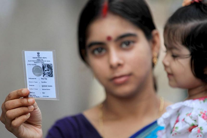 An Indian voter shows her voter card near a polling station during the ninth and final phase of the parliamentary elections in Kolkata, India, 12 May 2014. A total of 814.6 million voters voted in the parliamentary elections between 7 April and 12 Ma