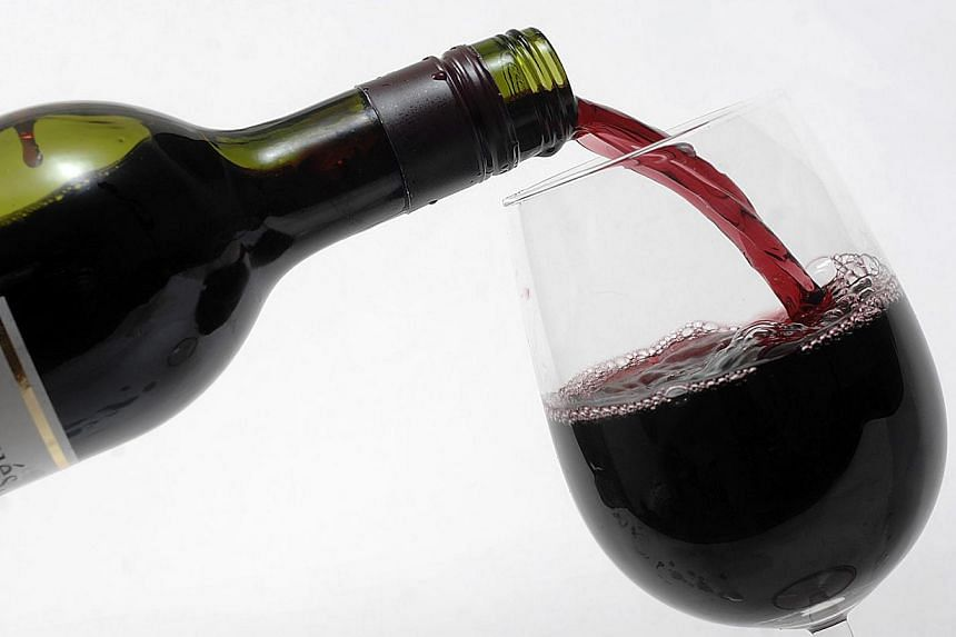 """US researchers may have found a flaw with the """"French Paradox,"""" or the notion that people who drink red wine can somehow avoid the pitfalls of a high-fat diet.-- PHOTO:BLOOMBERG"""